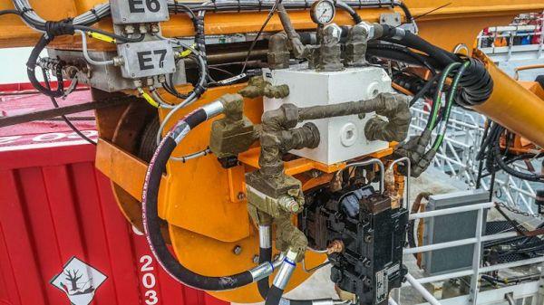hydraulic_system_crane.jpeg